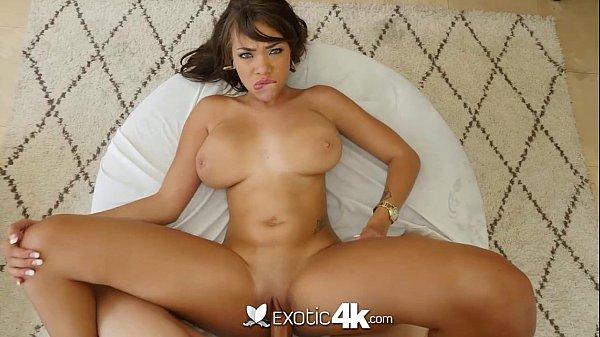 Cassidy Banks latina cavalona toda arreganhada tomando vara