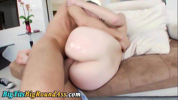 Putarias ruiva toda branquinha dona de uma bunda grande fazendo um sexo selvagem