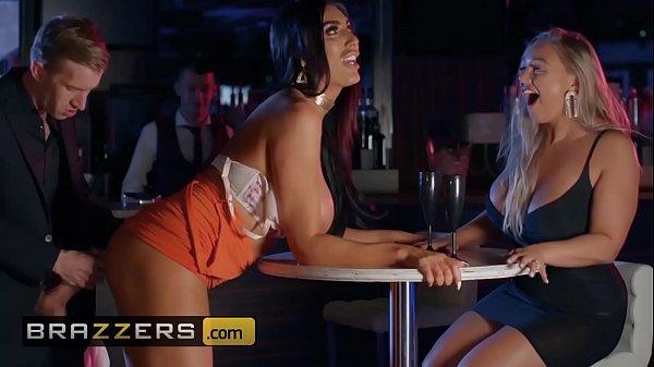 Sexo total amigas metendo com barman
