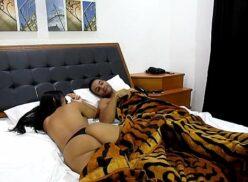 Tia tanaka levou moreninha gostosa pro motel e fudeu gostoso
