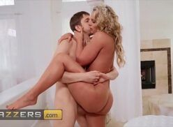 Porno doido coroa loira bem gostosa fazendo sexo brutal com jovem
