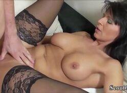Pornor coroa safada usando lingerie fodendo pra caralho com novinho