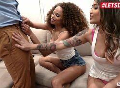 Brasileirinhas porno duas safadinhas viciadas em pau grande chupam juntas a rola do cara