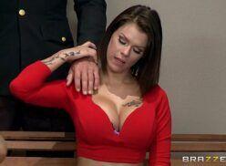 Mulher gosyosa morena peituda gostosa fazendo sexo com careca