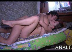 Novinha magrinha dando bucetinha pro macho comer em casa