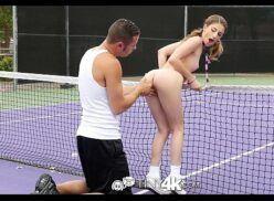 Porno sampa sexo gostoso com novinha safada na quadra de tenis