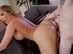 Video porno gostosa com peitos gigantes da prazer extremo pro macho