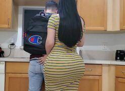 Webcam porno comendo minha madrasta deliciosa no meio da cozinha