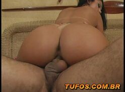 Brasileira safada mulher rabuda bem gostosa faz boquete e da buceta