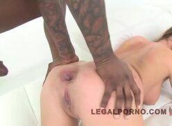 Pornu xxx gostosa na suruba com três machos
