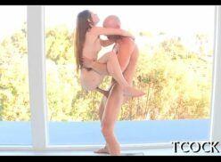 Videos adultos linda menina safadinha e gostosa mama o careca e fode com malandro