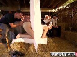 Xxx porno na fazenda comendo buceta da safada no seleiro