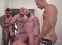 Pornhub gay homens sarados fazendo suruba