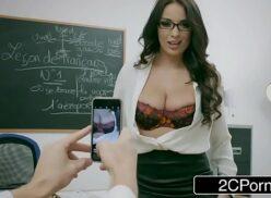 Comendo a professora gostosa peituda amante da putaria com aluno