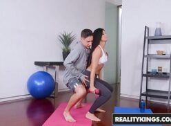 Coroa ginasta fazendo sexo gostoso com macho safado