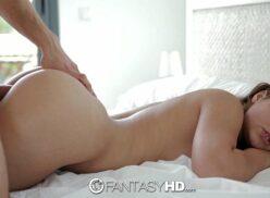 Porno hd com Brunette mamando e dando bucetinha