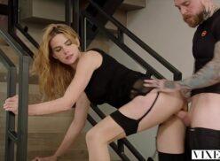 Video video porno casal fazendo sexo anal na escada