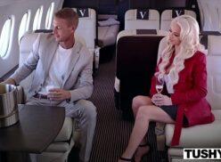 Videos porno gratis seduzindo a loira dentro do avião o empresário cheio da grana