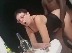 Coroa safadinha fazendo sexo com negro dotado