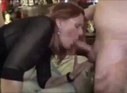 Homem flagra esposa traindo