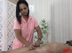 Massagistas brasileiras moreninha safada fodendo com cliente