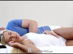 Porno dormindo bem gostoso com loirona