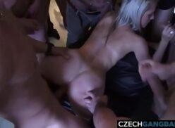 Sexo na casa de swing