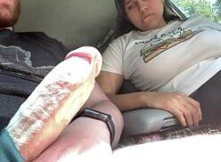 Chupando um pau grande dentro do carro