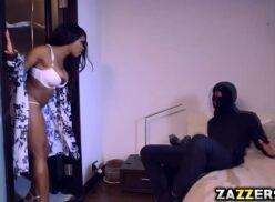 Porno xvideos da negrinha linda metendo com bandido