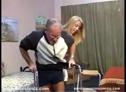 Sexo avo e neta fodendo com tesão