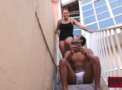 Atrizes porno brasileiras dando na escada para o vizinho