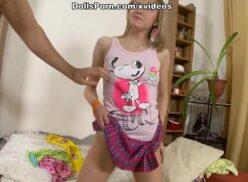Novinha hot fazendo seco anal com amigo do irmão dela