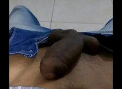 Novinho safado batendo punheta