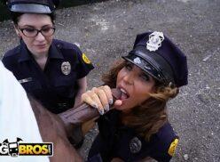 Sexi tube policiais safadas chupando pistola